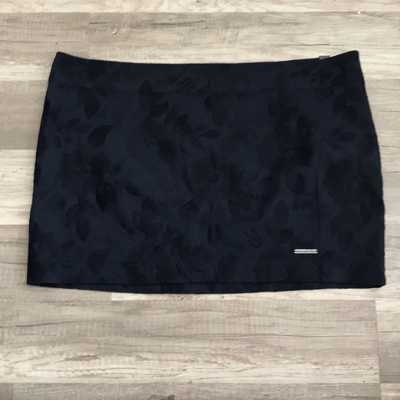 Abercrombie & Fitch Dresses & Skirts - Abercrombie & Fitch Navy Mini Skirt Sz 2 NWT